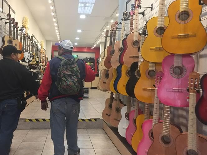 Instrumentos y Accesorios Musicales LA BAKETA